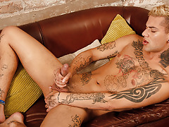 Inked Boyish submissive Mickey Unloads - Mickey Taylor